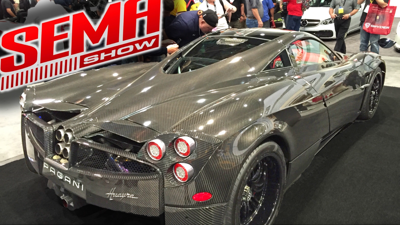 SEMA 2016 in Las Vegas Highlights the New Nissan GT-R Package and Honda's Civic Type R