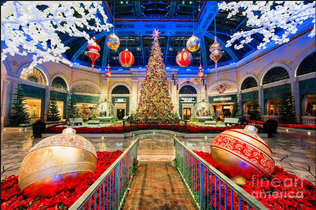 How to Celebrate the Holidays, the Las Vegas Way!